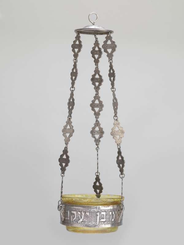 מנורת זיכרון ('קַנְדיל')
