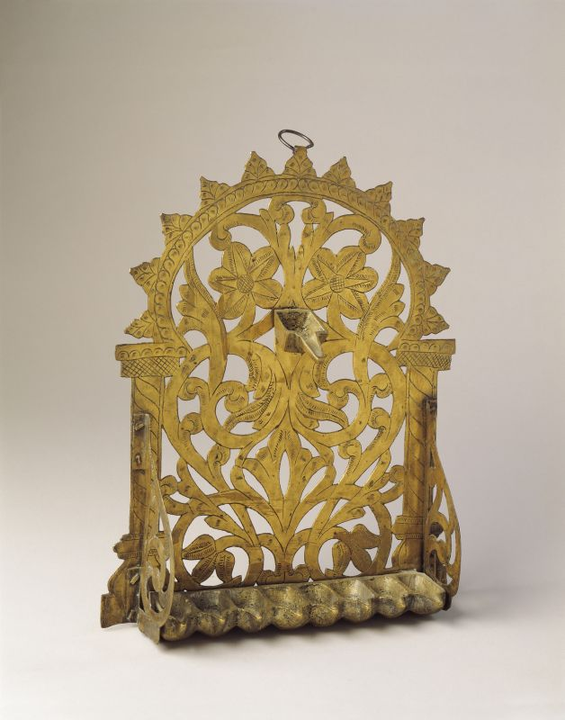 Hanukkah lamp adorned with serrated arch