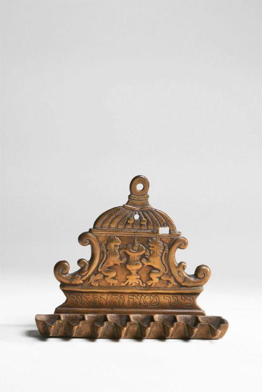 Hanukkah lamp with depiction of flaming altar flanked by lions
