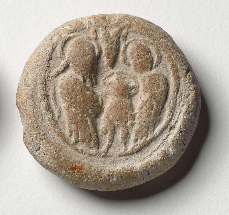 אסימון ברכה ועליו תיאור טבילת ישו במימי הירדן בידי יוחנן המטביל