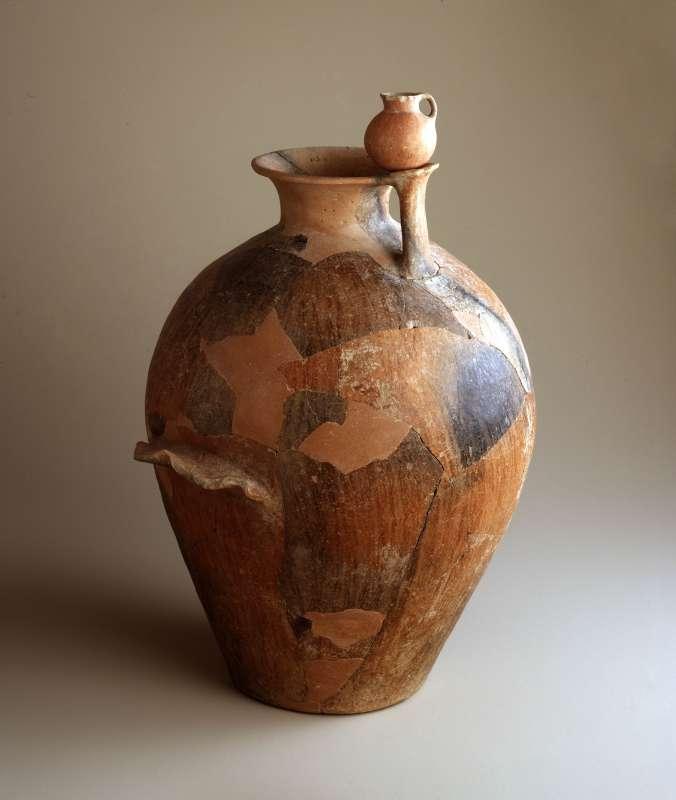 Jar with a dipper juglet