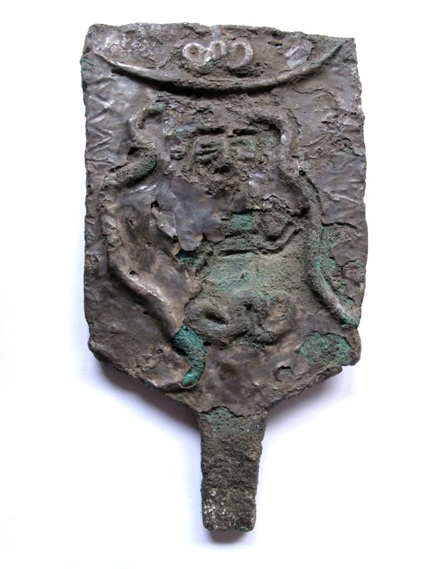 Ritual scepter-head depicting two snakes wound around a framed figure