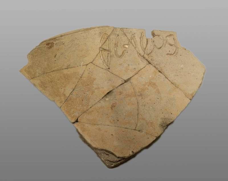 """""""(Belonging) to Baalpelet,"""" Phoenician inscription on a jar"""