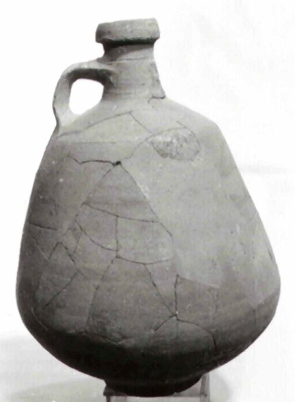 Funerary gift: decanter