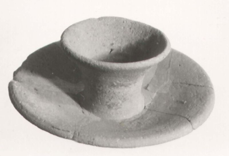 Funerary gift: cup and saucer