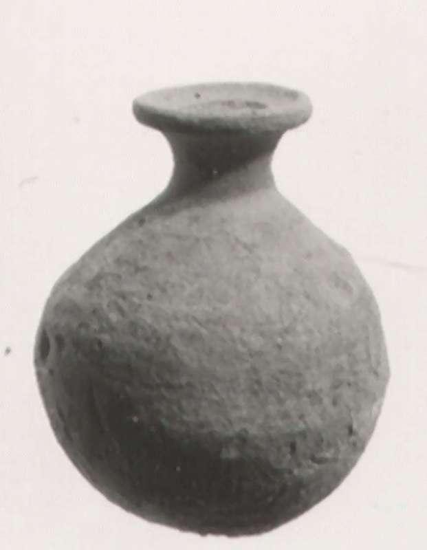 Funerary gift: bottle