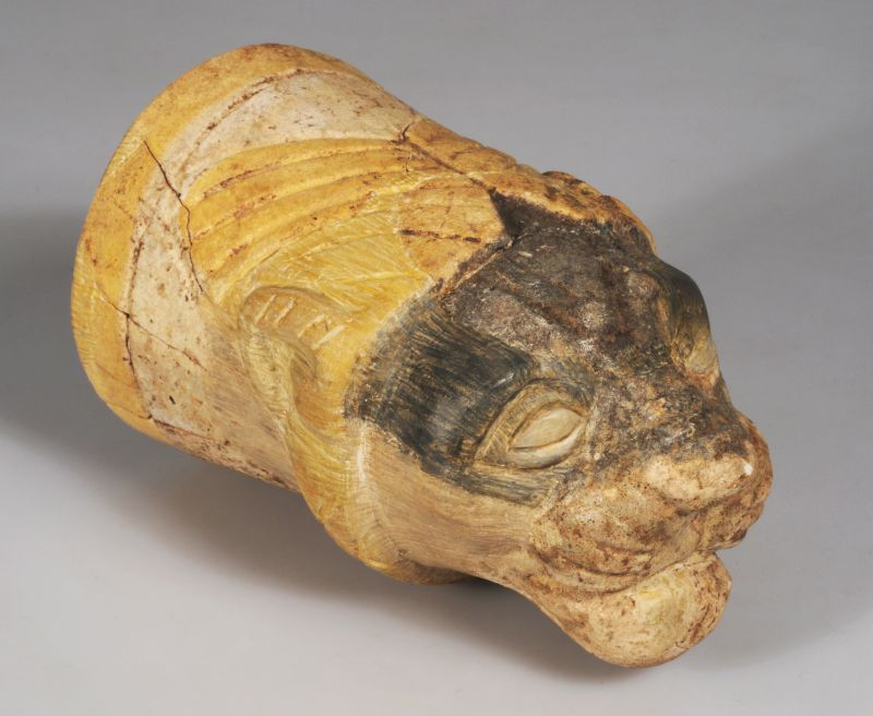Lion-shaped vessel for liquid offerings