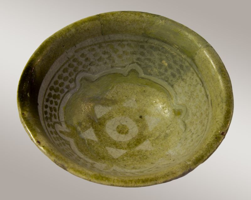 Small bowl bearing an inscription in Arabic: