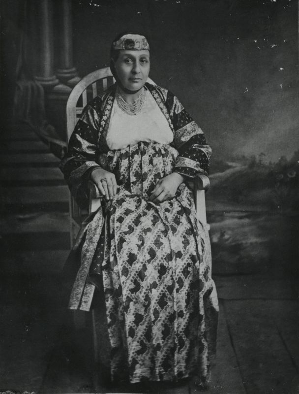 Yaffa de Botton-Molho in the traditional Salonika outfit