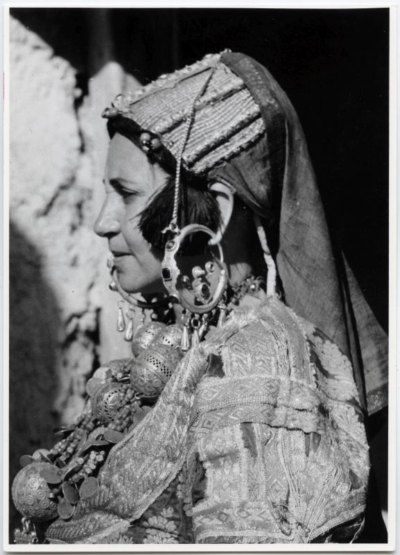 Woman from the Sus region wearing the <i>mêhdor</i>
