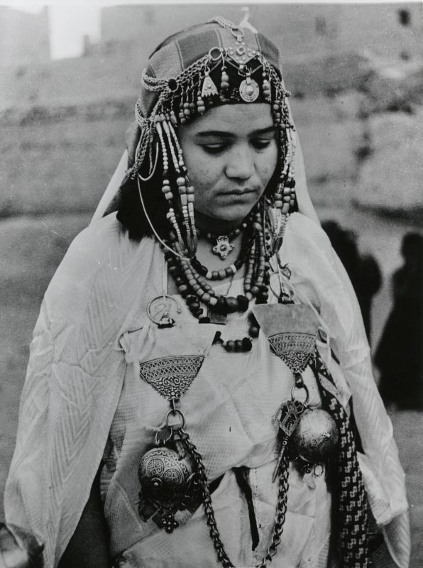 Jewish woman with breast-like fibula ornaments
