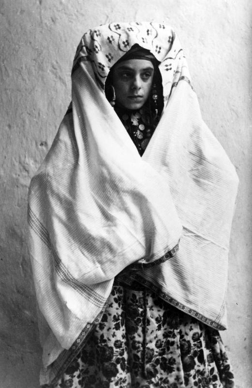 Woman wrapped in outer veil (worn outside the house)
