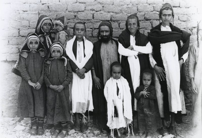 Muse Serri (center) with his family, the women wearing the everyday <i>gargūsh</i> hood
