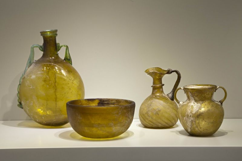 Yellowish glass vessels
