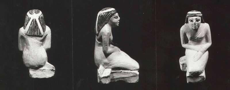 צלמית של דמות אישה אבלה כורעת
