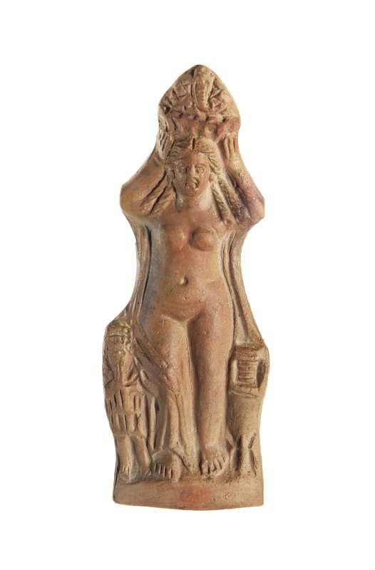 צלמית אשה חוגגת נושאת טנא ('קנפורוס')