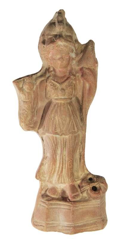 אתנה-ניית, אלת המלחמה של העיר סאיס, מחזיקה בפסל סרפיס