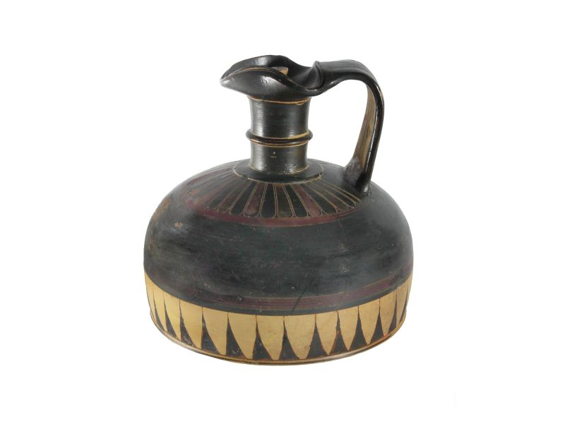Broad-bottomed <i>oinochoe</i> (wine jug) with lid