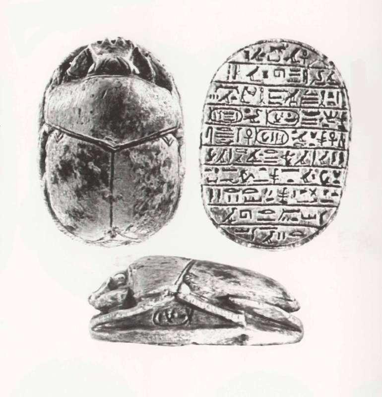 חרפושית הנצחה של המלך אמנחתפ הג' הנושאות את חמשת שמותיו ואת שם אשתו, המלכה תיי