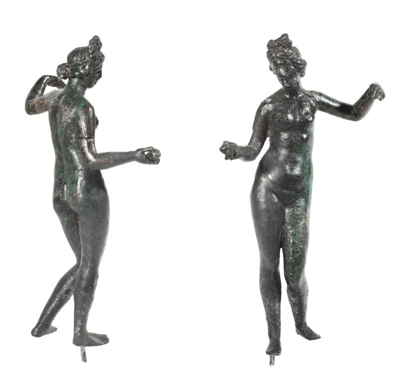 Figurine of Aphrodite holding an apple