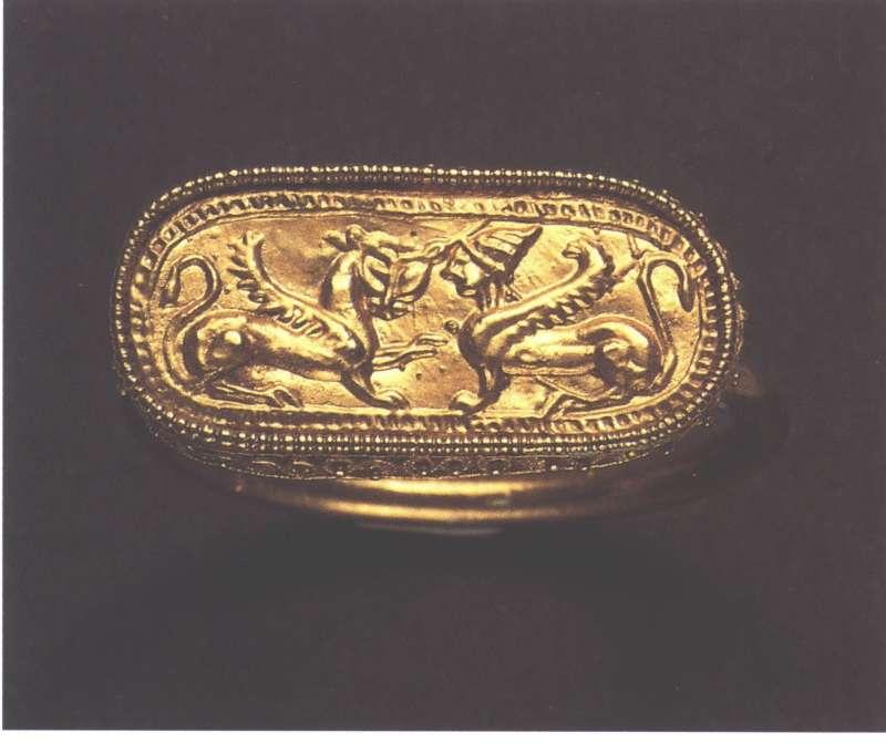 טבעת-כרטוש המתארת ספינקס ופנתר מכונף