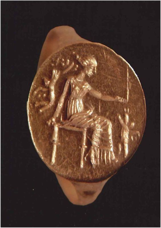 Finger ring depicting seated Aphrodite playing with Erotes