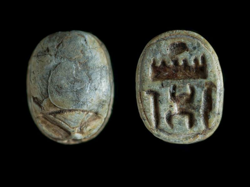 חרפושית הנושאת את שם המלך תחותמס השלישי