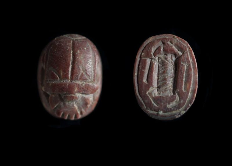 Scarab depicting a scarab on the base