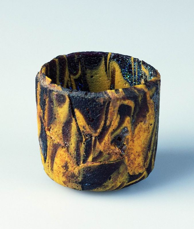 Cylindrical pyxis
