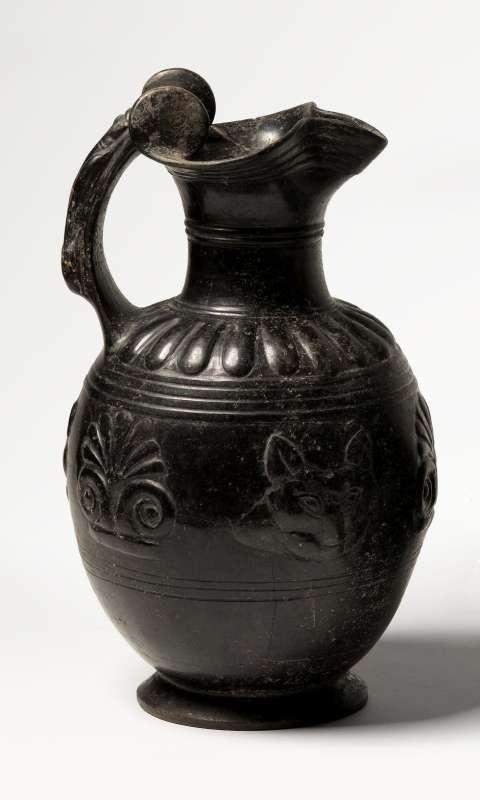 אוינוכה (פך יין) בעלת פייה תלתנית בסגנון בוקרו פזנטה