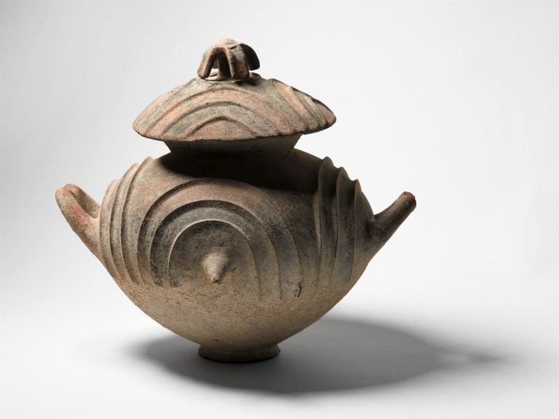 <i>Olla</i> (pot-shaped cinerary urn) with lid and two handles