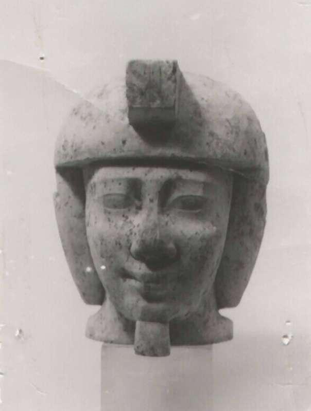 פסל לא גמור של ראש מלך ו