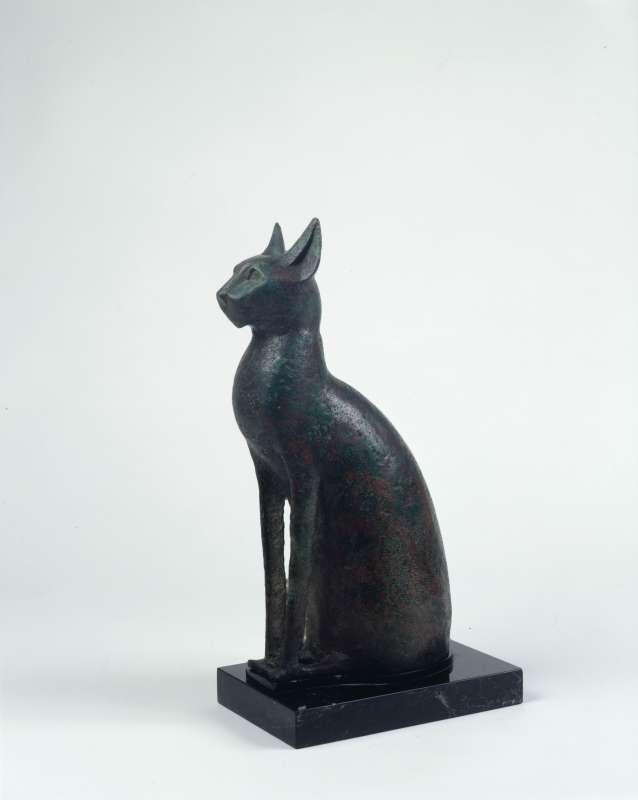 ארון קבורה לחתול, התגלמות האלה בסתת, אלה אם ואלת פריון