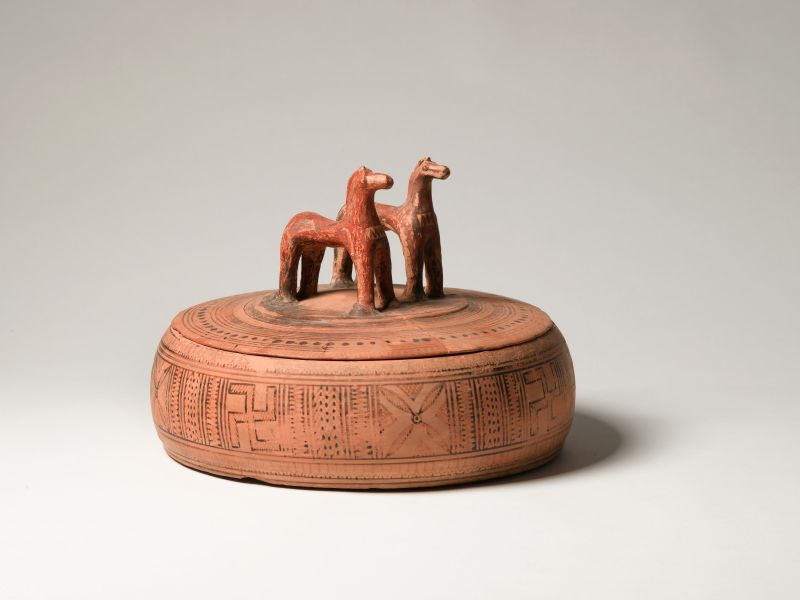 <i>Pyxis</i> (jewelry box) decorated with horses