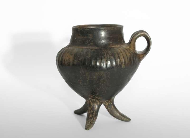 גביע בעל 3 רגליים (טריפוד)