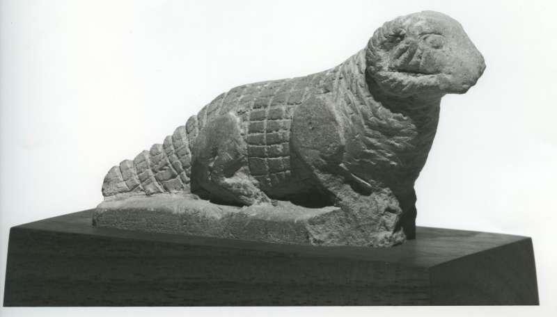 פסלון בדמות תנין שראשו ראש אַיִל