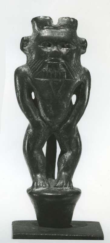 פסלון בדמות האל בֶּס