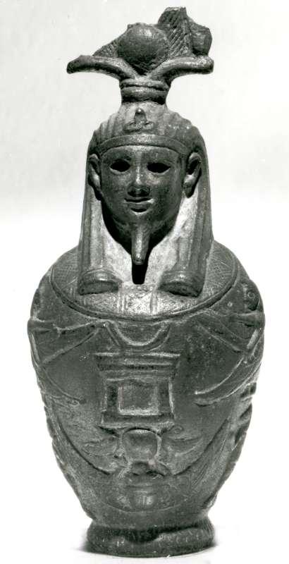 דמות אוזיריס על הידריה (כד מים)