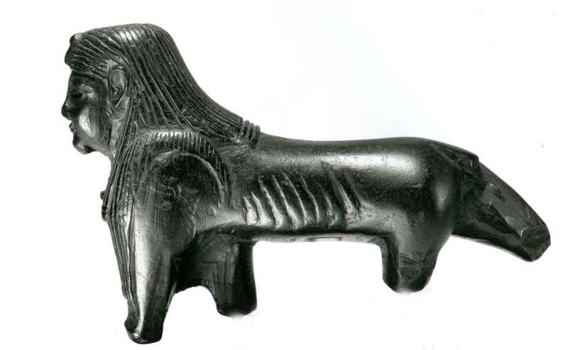 פסלון בדמות האל תוּתוּ