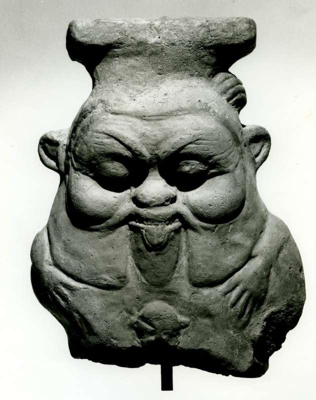 שבר של פסלון בדמות האל בֶּס