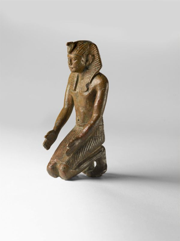 Statuette of a kneeling king wearing the <i>nemes</i> headcloth and <i>uraeus</i>, his hands holding an offering for the gods, now lost