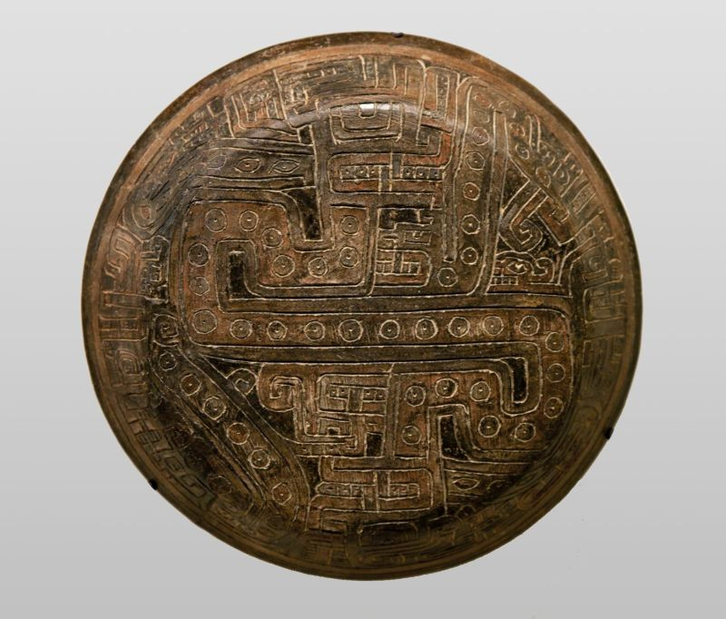 Bowl with multiple readings of mythical feline-snake figures