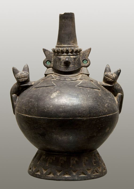 Bottle in the form of the Sican Deity flanked by a pair of foxes