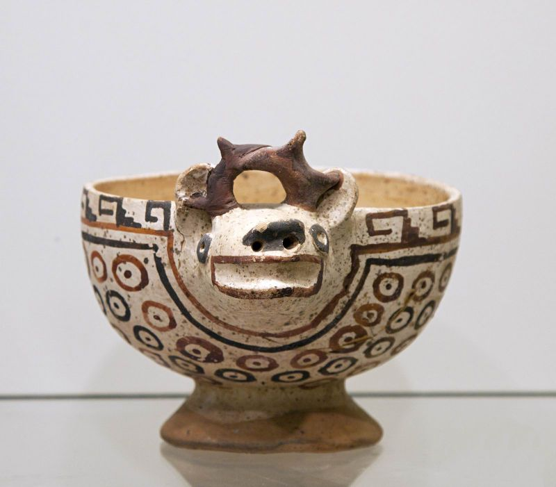 Bowl with the head of a deer