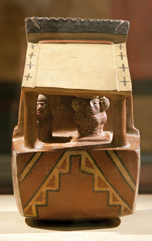 Bottle in the form of a temple with dignitaries