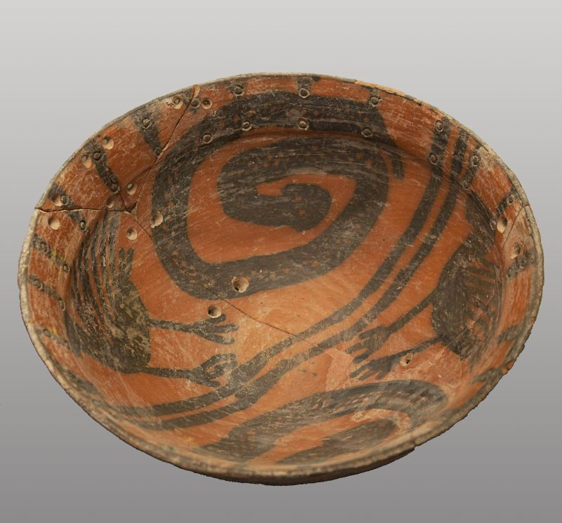 Bowl decorated with birds and snakes