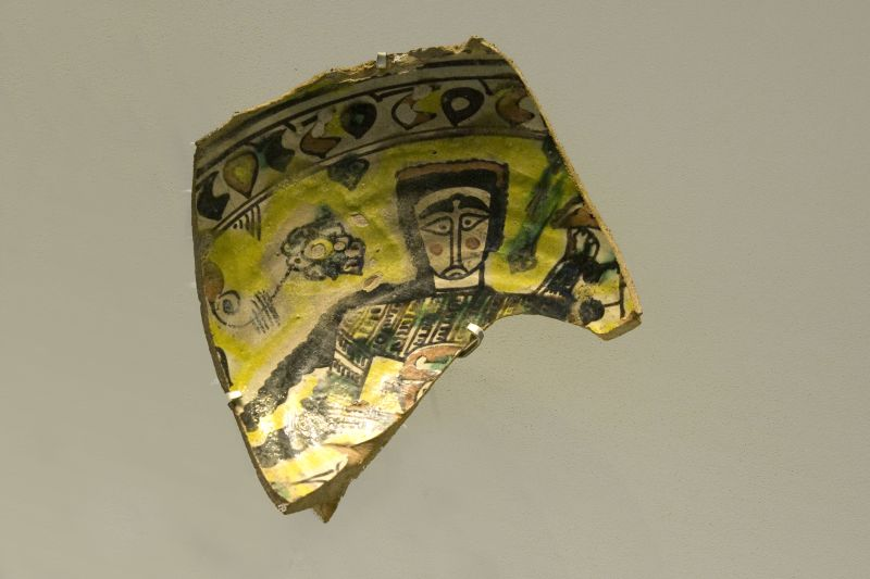 Bowl fragment decorated with a figure