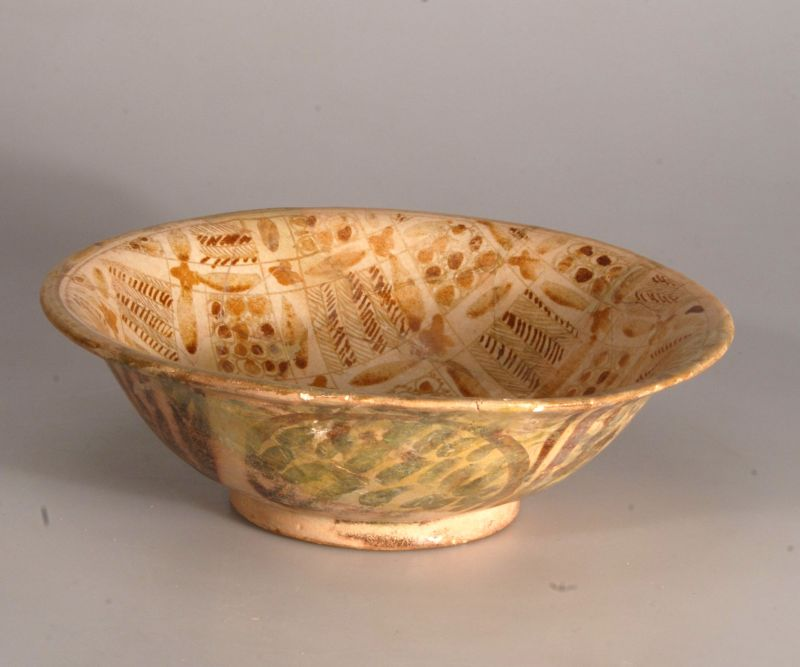 Bowl with luster decoration