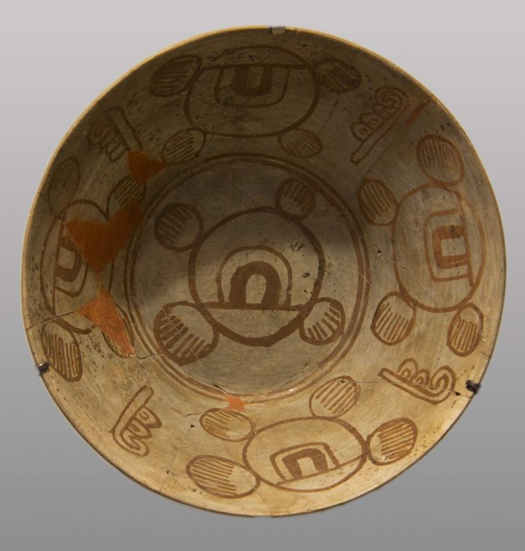 Bowl decorated with symbolic funerary motifs