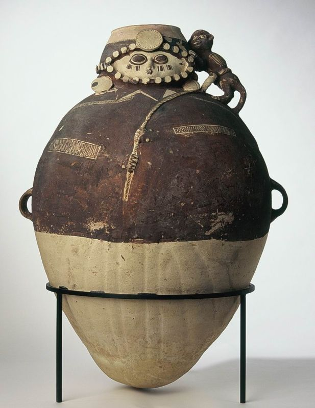 Storage jar in the form of a nobleman with a <i>Spondylus</i> oyster on his forehead, carrying a tethered monkey on his shoulder